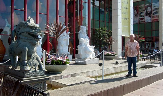 saigon-burt-statues